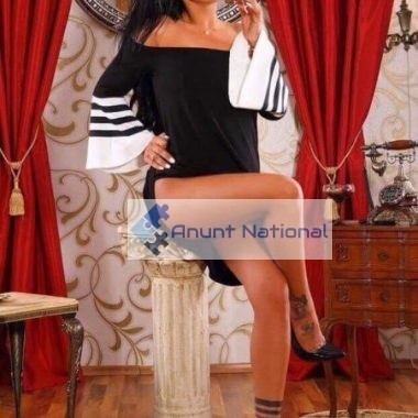 stylish high class luxury escort brunette hot escort in Bucharest